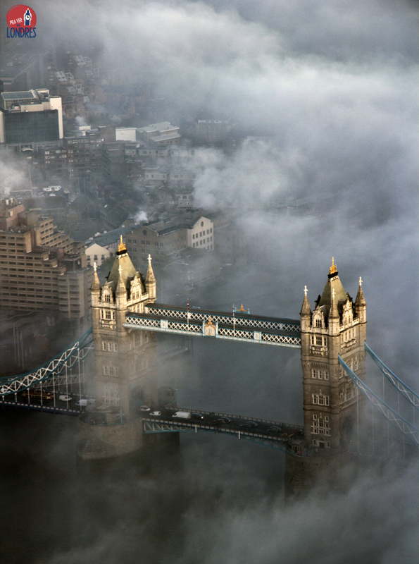 Tower Bridge - foggy London