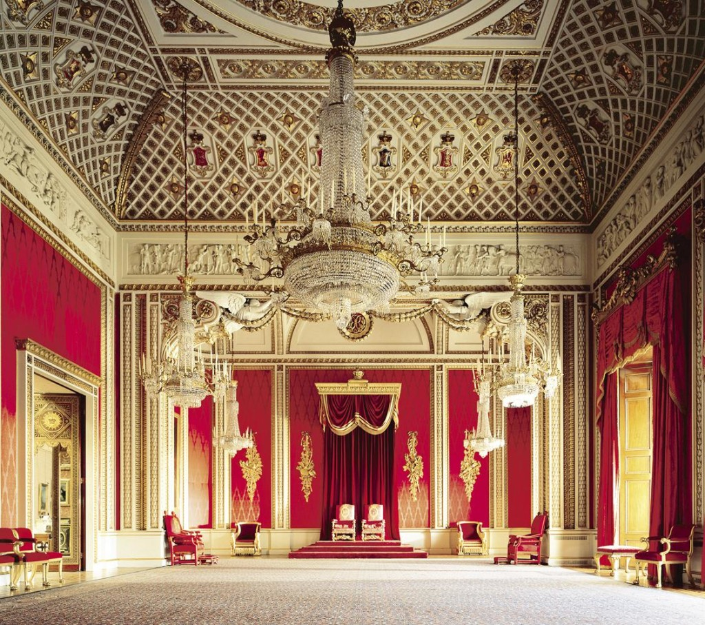 Os detalhes dessa sala impressionam. Os anjos que ficam bem em cima do trono são impecáveis! Parecem estar cuidando de quem está sentado logo abaixo. -- The Throne Room, photographer: Derry Moore The Royal Collection © 2009 Her Majesty Queen Elizabeth II