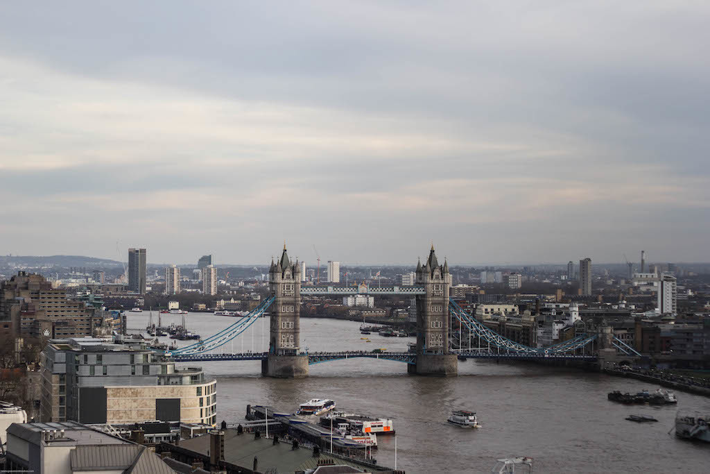 tower bridge vista do the monument - pra ver londres do alto